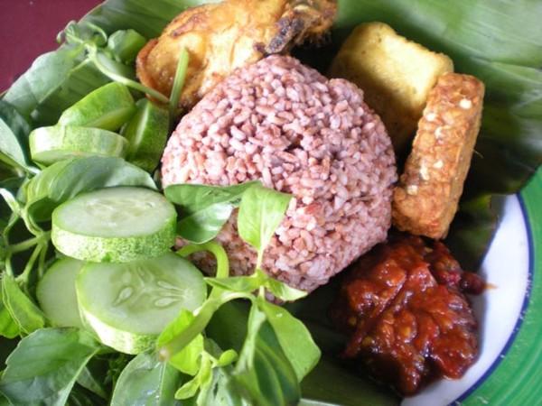 Nasi Merah -- hanya ilustrasi (sumber: www.putihlangsing.com)